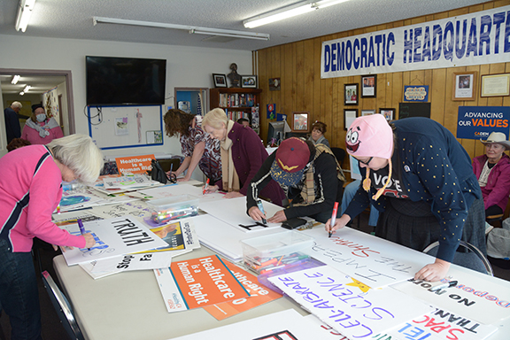 <strong>Dems sponsor women's march for equal rights</strong>