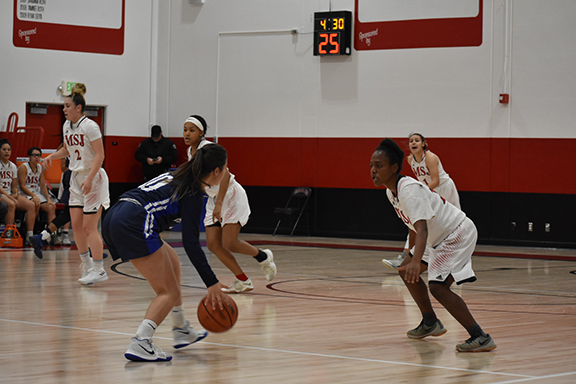 <strong>Lady Eagles slay the Warriors</strong>
