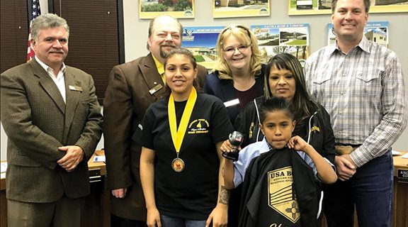 <strong>San Jacinto introduces first-time  world boxing champion</strong>