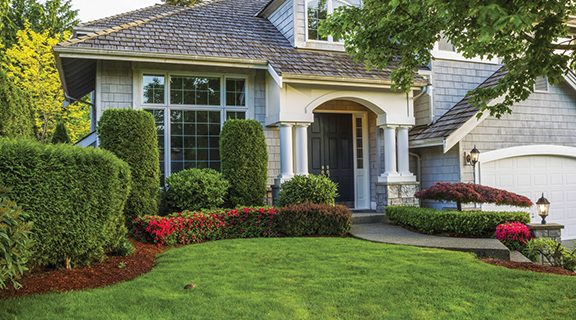<strong>3 ways to use your lawn to improve curb appeal</strong>