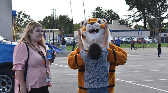 <strong>Tiger families celebrate changing season</strong>