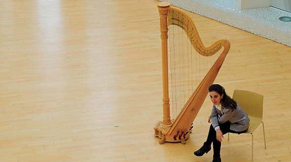 <strong>World-famous harpist performs in Hemet</strong>