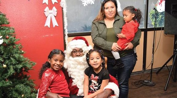 <strong>MSJC students and families meet Santa</strong>